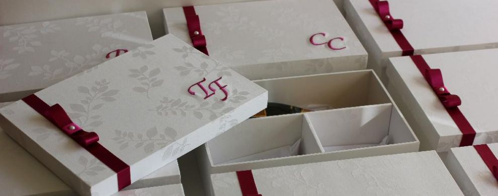 Caixa para mini champagne (ou mini vinho) +gravata+joia (ou doces)